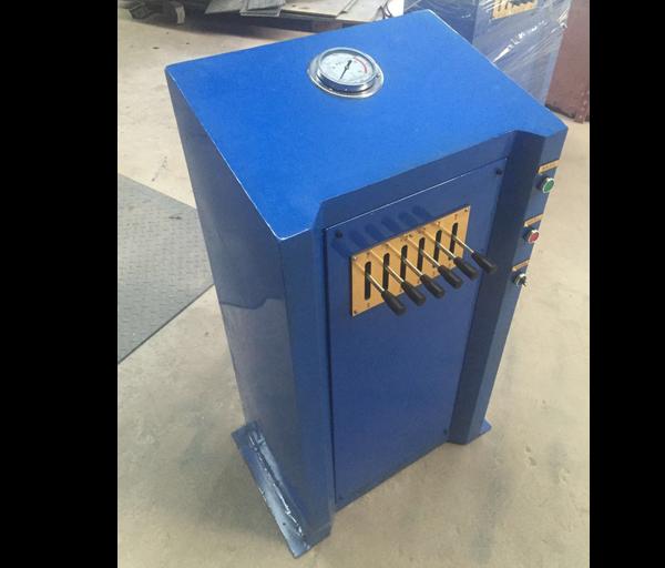 Multi station hydraulic control console